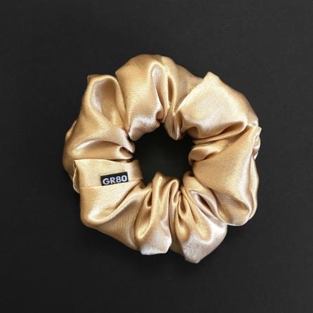 Prémium minőségű, ekrü/arany szatén selyem scrunchie / hajgumi. Átmérője kb. 12 cm