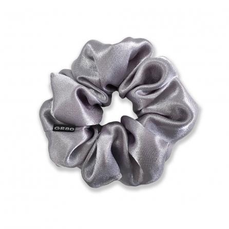 Ezüst/közép szürke selyem hajgumi (scrunchie) prémium minőségű szaténból. Átmérője kb. 12 cm