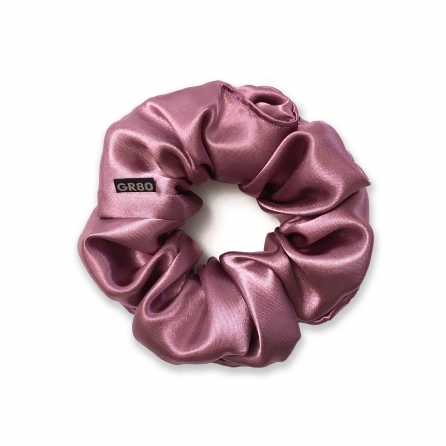 Sötét mályva selyem hajgumi (scrunchie) prémium minőségű szaténból. Átmérője kb. 12 cm