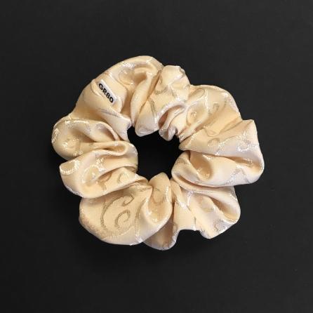 Inda mintával hímzett hajgumi (scrunchie) prémium minőségű anyagból. Átmérője kb. 12 cm. Ekrü/bézs színű