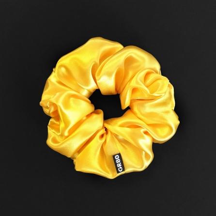 Napsárga színű, prémium minőségű szaténselyem hajgumi (scrunchie). Átmérője kb. 12 cm